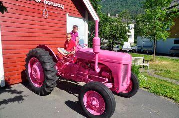 Mood of Norway 的 Logo 便是一輛拖拉機