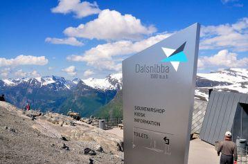 高約1500米的達爾斯尼巴山,是必遊景點之一