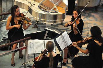 在大堂的弦樂演奏