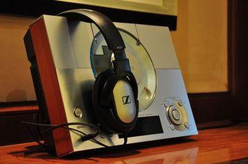 圖書室裏的CD播放器和耳機