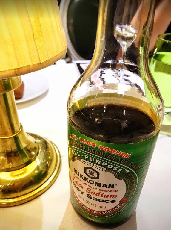 船上也有醬油可以沾